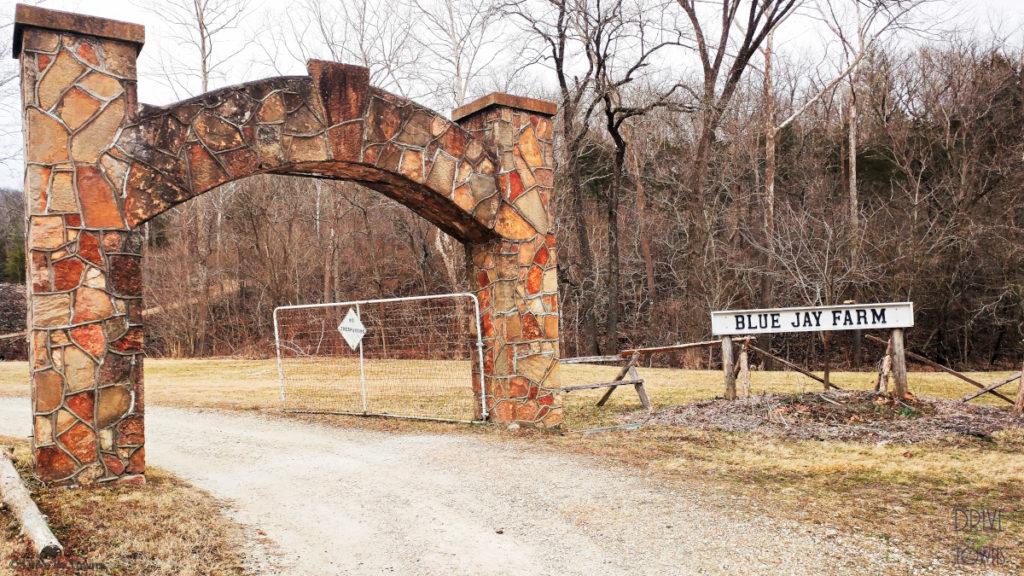 Arch entryway at Blue Jay Farm