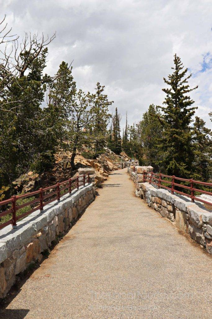 Trail to overlook at Rock Creek Vista Point on Beartooth Highway