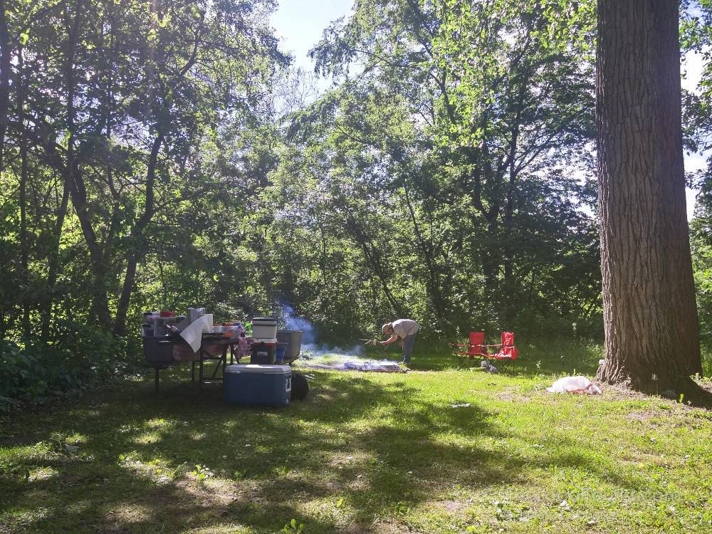 Spreading out at Mississippi Palisades State Park campground