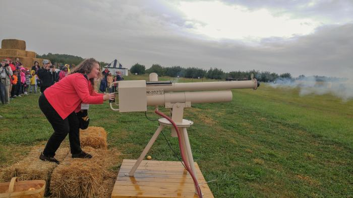 Beasley's Orchard Apple Cannon