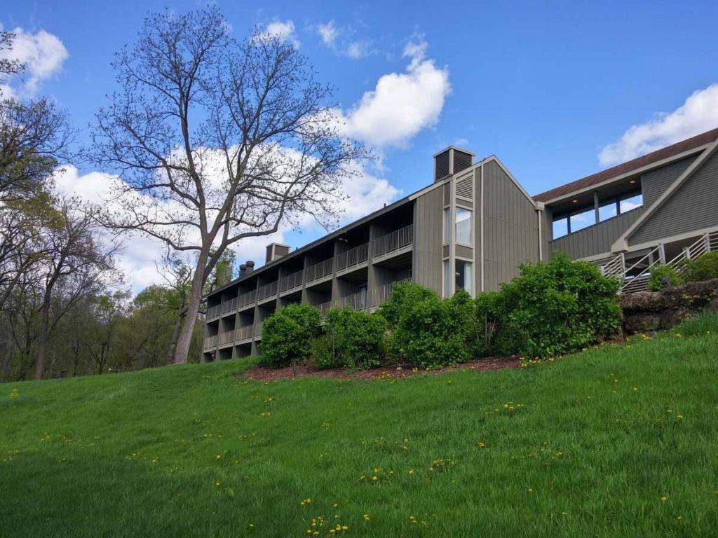 Eagle Ridge Resort and Spa Courtyard