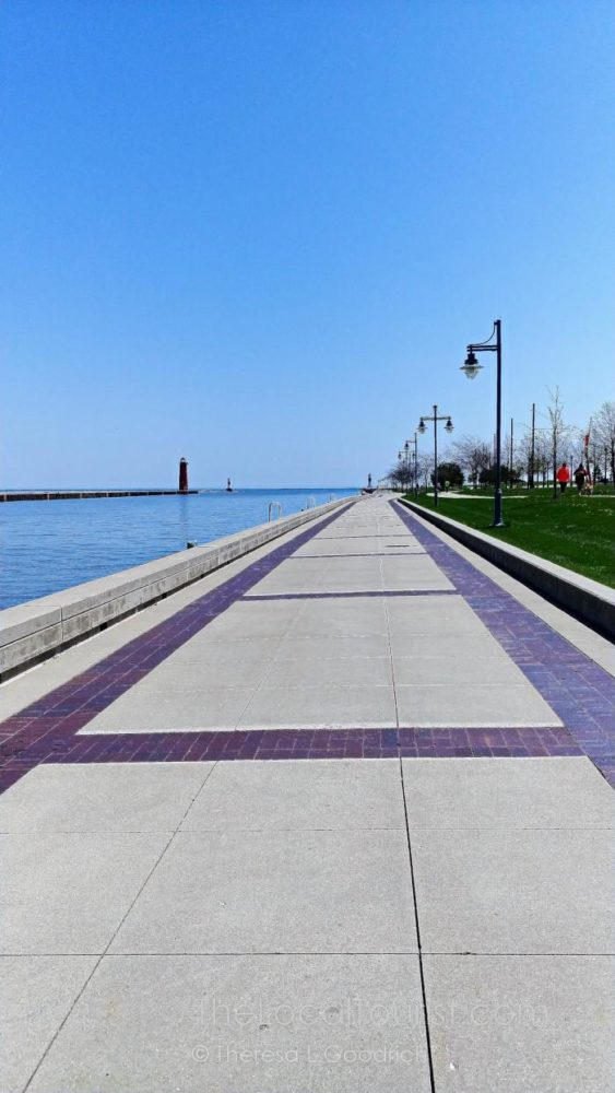 Kenosha Harbor Walk and Lighthouse